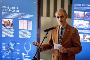 KNMG-voorzitter René Héman opent de tentoonstelling op woensdag 22 september.